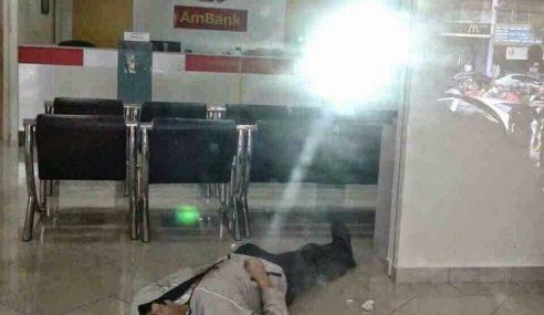 GAMBAR: Perompak Bermisai Palsu Ditembak Mati Guard AmBank