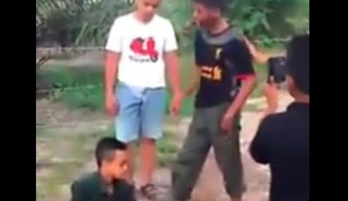 Polis Tahan Remaja 'Pailang' Pukul Budak Di Muar