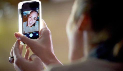 LuMee : Sarung Bercahaya Yang Memudahkan Selfie