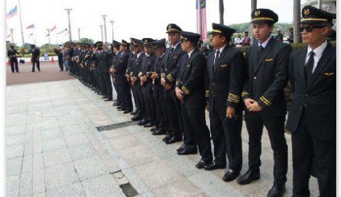 Barisan Juruterbang MAS Setia Iringi Jenazah Rakan Ke Pusara