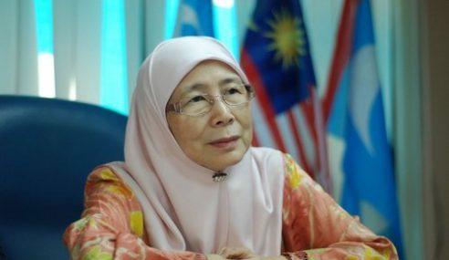 Lagi Bantahan Tolak Wan Azizah Jadi MB