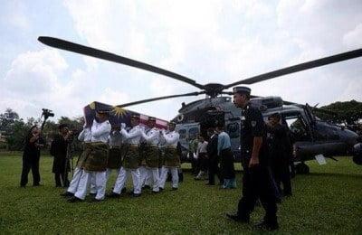 Muhyiddin, MB Johor Sambut Jenazah Pelajar Pintar Di Pagoh