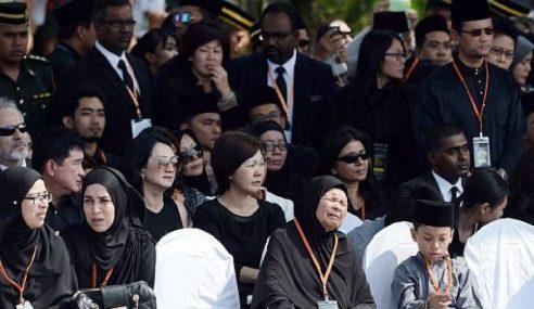 Gambar Istiadat Penghormatan Jenazah Mangsa Nahas MH117