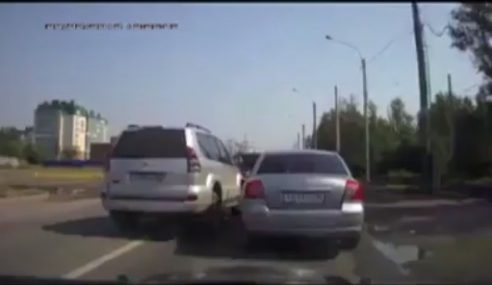 VIDEO: Cara Nakal Pemandu SUV Balas Dendam