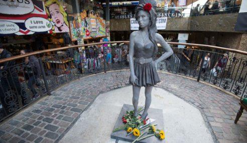 Patung Mendiang Amy Winehouse Ditayangkan Di Camden