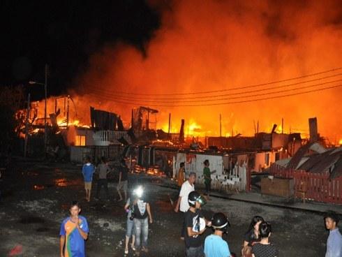 Kebakaran Di Tawau…Ada Yang Terpaksa Terjun Ke Laut