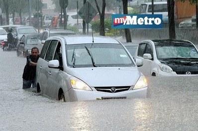 GAMBAR : Hujan Lebat, Jalan Tasik Permaisuri 3 Banjir Kilat
