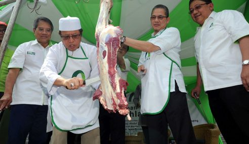 Takaful Ikhlas Sumbang 12 Ekor Lembu Korban