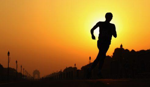 Pelari Maraton Tahan Bas Ke Garisan Penamat