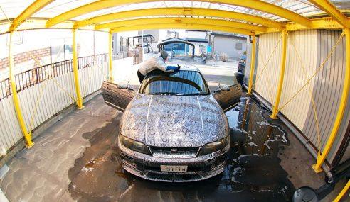 GAMBAR : Kereta Nissan Skyline Dihias Dengan Lukisan