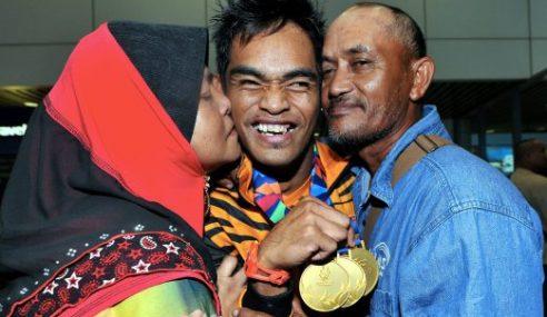 Ibu Bapa Bersyukur Mohammad Azlan Raih Tiga Emas