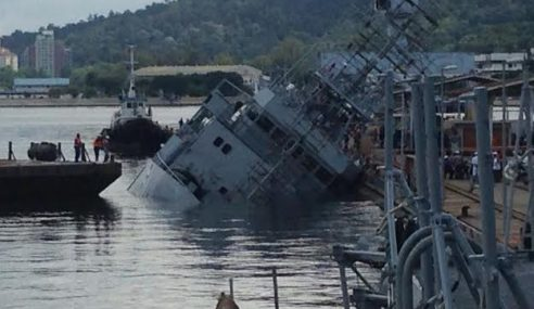 Foto: Kapal TLDM Hampir Tenggelam