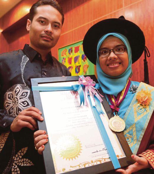 Cipta Rekod Tamat Doktor Falsafah Di Usia 24 Tahun