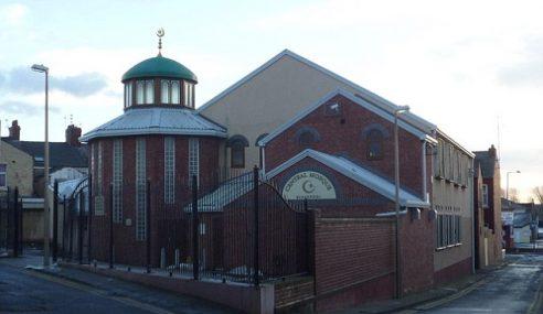 Imam Rayu Bebaskan 4 Lelaki Bawa Kepala Babi Ke Masjid