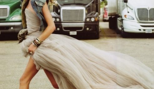 Bakal Pengantin Lari Separuh Bogel Semata Nak Curi Gaun Kahwin