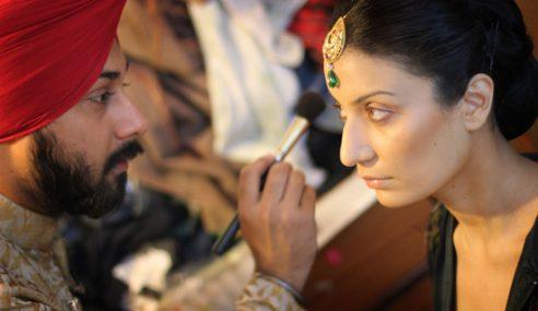 Mahkamah India Izin Wanita Mekap Artis Bollywood