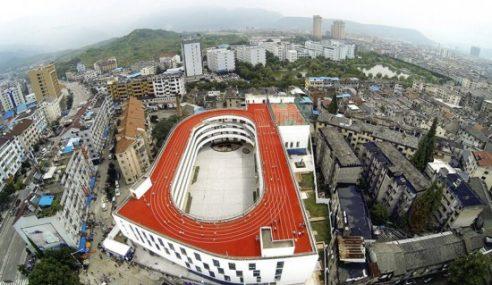 Trek Lumba Lari Dibina Atas Bumbung Sekolah Di China