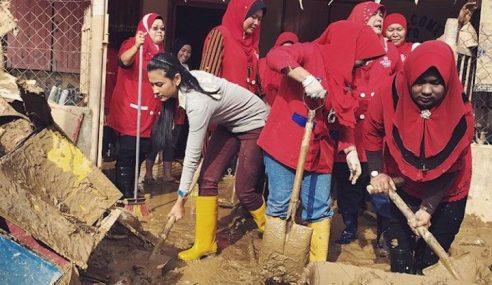 Fouziah Gous Tolong Mangsa Banjir Pun Kena Kutuk..?