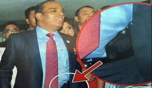 Gambar M. Saravanan Selit Pistol Di Pinggang Jadi Perhatian