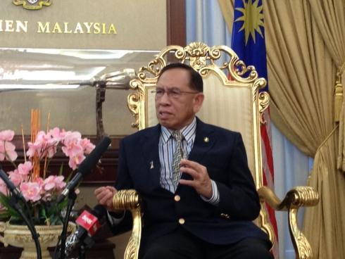 Abu Zahar Ingatkan Senator Jaga Tingkah Laku