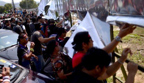 Kira-Kira 100 Penduduk Hadir Protes Datum Jelatek