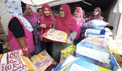 7,000 Sukarelawan Puteri UMNO Membantu Di Negeri Terjejas Banjir