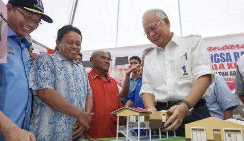 PM Lancar Pembinaan Rumah 'Kebal' Banjir Di Manek Urai