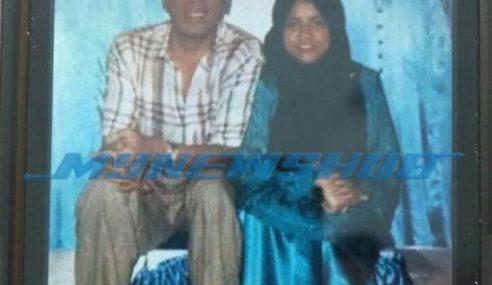 Pelik.. Alyah Muatnaik Gambar Ramli MS Dengan Gadis Lain