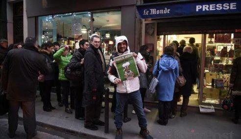 Edisi Khas Charlie Hebdo Laris Habis Dijual Sejak Awal Pagi