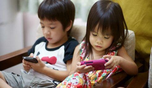 Taiwan Mahu Denda Ibu Bapa Biar Anak Main Tablet Lebih Masa