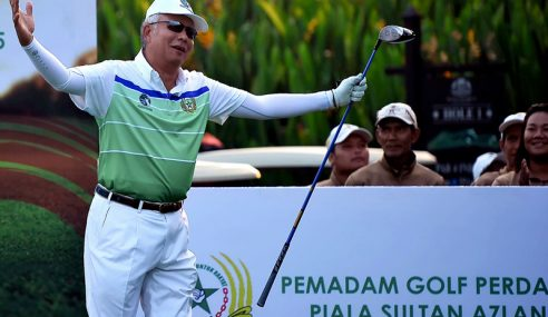 Najib Luang Masa Hadiri Pertandingan Golf Pemadam Di KLGCC