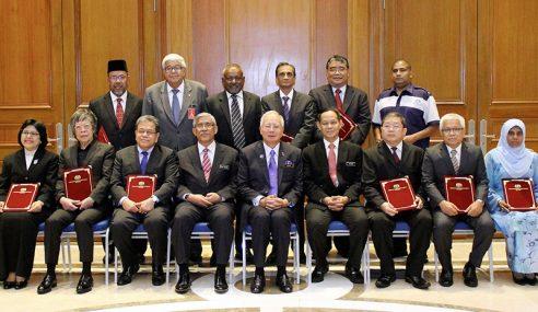 Najib Serah Watikah Pelantikan 26 Anggota Badan Bebas SPRM