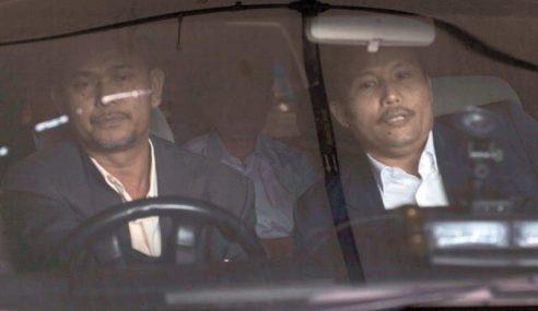 GAMBAR: Anwar Ibrahim Tiba Di Penjara Sungai Buloh
