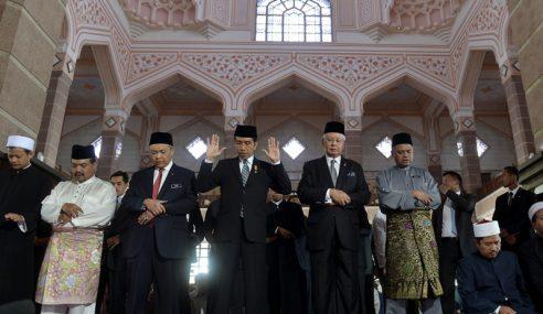 Najib, Jokowi Solat Jumaat Di Masjid Putra