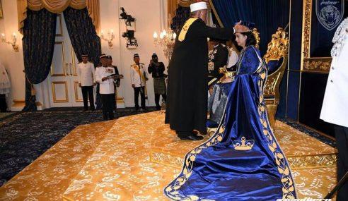 Raja Zarith Sofiah Bergelar Permaisuri Johor