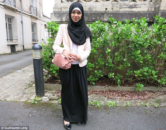 Skirt Terlalu Labuh, Pelajar Islam Dihalau Keluar Dari Kelas
