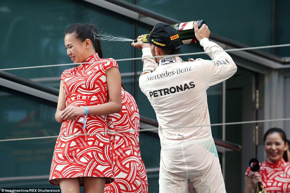 Tindakan Lewis Hamilton Curah Champagne Dikecam
