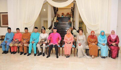 Sultan Johor Berkenan Hadiri Majlis Perkahwinan Anak MB