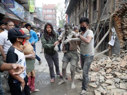 Kematian Meningkat 5,200, Mangsa Gempa Tunjuk Perasaan