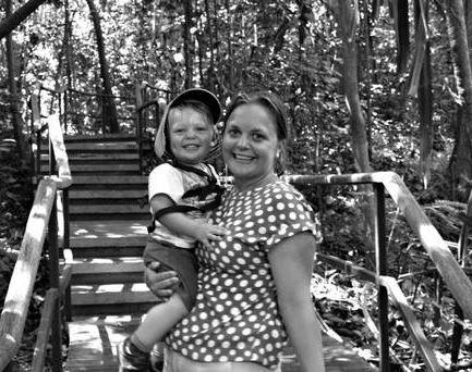 Sedihnya… Bayi Ditemui Sedang Peluk Mayat Ibu Dalam Kereta