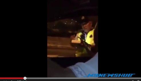 VIDEO: Driver S'pura Langsi Cari Pasal Dengan Polis M'sia