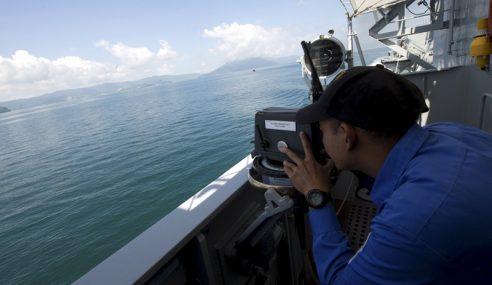 Kapal TLDM Selamatkan Bot Riadah Asing Hanyut