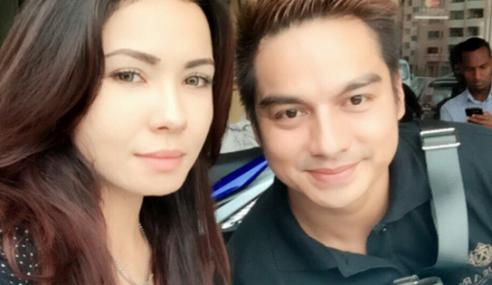 Boy Iman Hangat Bercinta Dengan Kakak Emma Maembong?