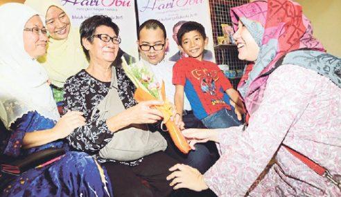 Nyonya Po Po Berjaya Besarkan Cucu Beragama Islam