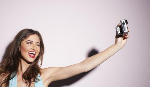 Nak Selfie Dengan Pistol, Gadis Tertembak Kepala Sendiri