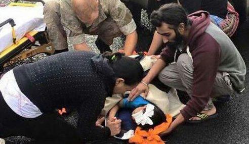 Terbaik! Lelaki Sikh Sanggup Buka Serban Bantu Mangsa Kemalangan