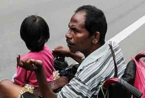 Tunggu Zakat: 'Ketua Kampung Pun Tak Mahu Layan Saya'