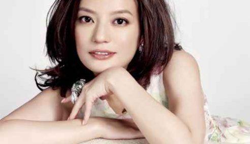 Lelaki Saman Pelakon China Sebab Tenungnya Menerusi TV