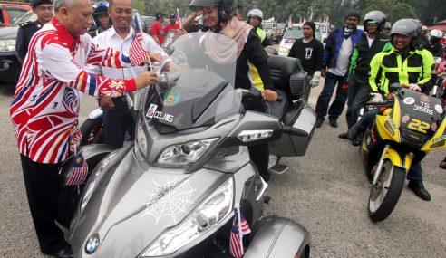 Tahan Sakit Bersalin Sertai Perarakan Motosikal