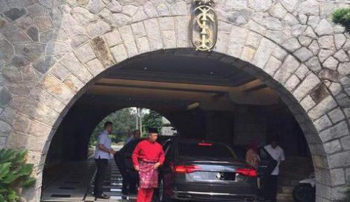 Muhyiddin Mengadap Sultan Johor Di Istana Bukit Serene